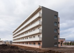 公営住宅(東雁来団地1号棟)